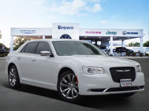 New 2019 Chrysler 300 Touring RWD 4dr Car