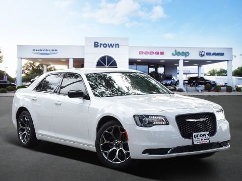 New 2018 Chrysler 300 Touring RWD 4dr Car