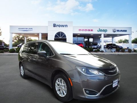 New 2017 Chrysler Pacifica Touring Plus FWD Mini-van, Passenger