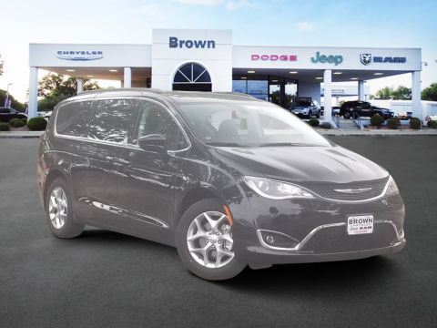 New 2020 Chrysler Pacifica Touring With Navigation